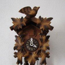 Relojes de pared: RELOJ ANTIGUO DE PARED ALEMÁN CUCU CUCO PÉNDULO FUNCIONA CON PESAS FABRICADO EN SELVA NEGRA ALEMANA. Lote 275936608