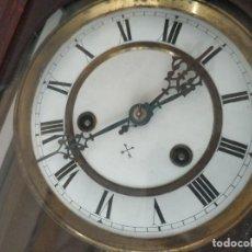 Relojes de pared: BONITO Y ANTIGUO RELOJ DE PARED A CUERDA. Lote 276064783