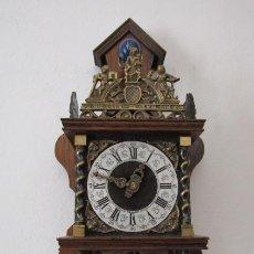 Relógios de parede: RELOJ ANTIGUO DE PARED MECÁNICO ALEMÁN HOLANDÉS AÑOS 1950 1960 CON PESAS A PÉNDULO Y DA CAMPANADAS. Lote 276074003