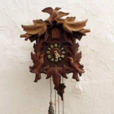 Relojes de pared: RELOJ DE CUCO. TALLADO A MANO. MUY ANTIGUO. MAQUINARIA MADE IN SPAIN.. Lote 276179838