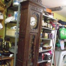 Relojes de pared: MAGNIFICO Y SEÑORIAL-RELOJ MOREZ PESAS-MUEBLE BRETON CON TALLAS-AÑO 1890-LOTE 313-FUNCIONA BIEN. Lote 276354833