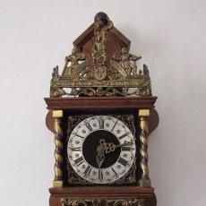 Relojes de pared: RELOJ ANTIGUO DE PARED ALEMÁN CON PESAS Y PÉNDULO ESTILO HOLANDÉS FUNCIONA Y DA CAMPANADAS AÑOS 50. Lote 276380383