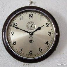 Relojes de pared: ANTIGUO RELOJ PARED MECÁNICO DE CUERDA A LLAVE ALEMÁN USO BARCOS MARINA PERIODO 1940 1950 Y FUNCIONA. Lote 276549913