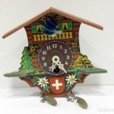 Relojes de pared: RELOJ DE CUCO EN MINIATURA. SUIZO. DE CUERDA - MANUAL. PÉNDULO.. Lote 276620828