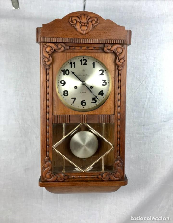 ANTIGUO RELOJ DE PARED CON SONERIA. BUEN ESTADO FUNCIONANDO (Relojes - Pared Carga Manual)