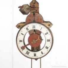 Horloges murales: RELOJ DE MADERA BUCO BAUMANN. SWISS MADE. NECESITA PUESTA A PUNTO Y REPARACIÓN DEL BALANCÍN.. Lote 286166263
