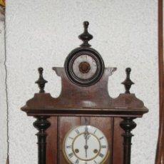 Relojes de pared: PRECIOSO RELOJ DE PARED ALFONSINO. DE CUERDA. ESFERA DE ESMALTE. CONSERVA LA LLAVE.. Lote 286616298