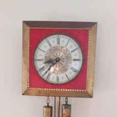 Relojes de pared: RELOJ DE PARED CON PESAS Y SONERÍA. MARCA EPOCA. AÑOS 50. Lote 286718793
