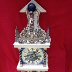 Relógios de parede: ANTIGUO RELOJ DE PARED U.C.W ( UNITED CLOCK WORD) CAJA DE MADERA Y REMATES EN BRONCE. AÑO 1973.. Lote 287475253