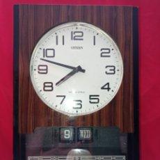 Relojes de pared: RELOJ CITIZEN,CALENDARIO DE PARED, FABRICADO EN JAPÓN AÑOS 70, MAQUINARIA ELECTROMECÁNICA,FUNCIONAND. Lote 287495338