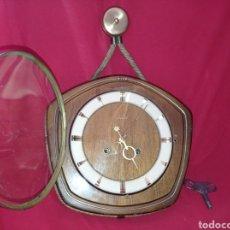 Relojes de pared: RELOJ DE ESTILO NAUTICO CON CAJA DE MADERA FABRICADO EN ALEMANIA EN LOS AÑOS SESENTA ,EL RELO. Lote 287495718