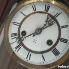 Relojes de pared: BONITO Y ANTIGUO RELOJ DE PARED A CUERDA. Lote 287556693