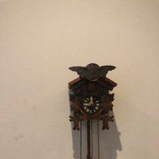 Relojes de pared: ANTIGUA RELOJ DE CUCO MADERA RESTAURADO . FUNCIONAMIENTO PERFECTAMENTE. Lote 287716668