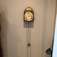 Relojes de pared: ANTIGUO RELOJ DE PARED RESTAURADO . FUNCIONA. VER LAS IMÁGENES. Lote 288209388