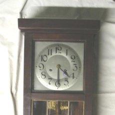 Relojes de pared: RELOJ PARED MODERNISTA, FUNCIONA, SONERIA MEDIAS Y HORAS, COMPLETO. MED. 28 X 14 X 80 CM. Lote 288859468