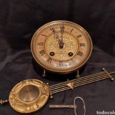 Relojes de pared: ANTIGUA MAQUINARIA RELOJ,RELOJ Y LLAVE. Lote 289449193
