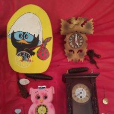 Relojes de pared: CUATRO RELOJES DE PARED A CUERDA. Lote 290106868