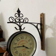 Relojes de pared: RELOJ VINTAGE KENSINGTON STATION LONDON 1879. TIPO ESTACIÓN. 34X34CM.. Lote 294565343