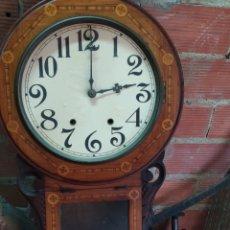 Relojes de pared: ANTIGUO RELOJ INGLÉS CON MARQUETERÍA. Lote 295580458