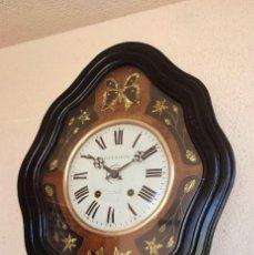 Relojes de pared: RELOJ OJO BUEY ANTIGUO MÁQUINA MOREZ DETALLES DE MARIPOSAS MUY DETALLADO BUEN ESTADO FUNCIONA MIRA!!. Lote 295662073