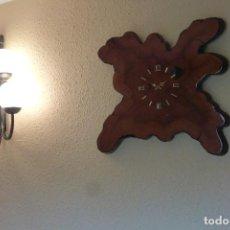 Relojes de pared: RELOJ. TROPICAL CIPRESS DE FLORIDA, DE GRAN PESO Y TAMAÑO.. Lote 295775208