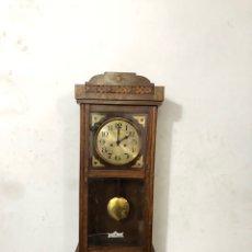 Relojes de pared: PRECIO RELOJ ALIX DE PARED . CAJA MADERA . FUNCIONA AÑOS 50 . RESTAURADO.VER FOTOS. Lote 296068728