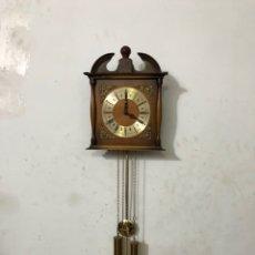 Relojes de pared: RELOJ ANTIGUO VINTAGE MADERA WEST GERMANY 490 AÑOS 70. Lote 296069053