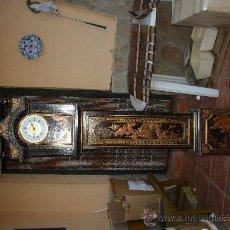 Relojes de pie: RELOJ DE PIE ESTILO INGLÉS CON DECORACIONES ORIENTALES EN RELIEVE. (VER FOTOS). Lote 19051356