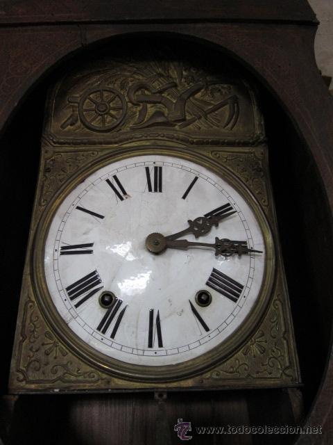 Relojes de pie: Antiguo reloj Morez con caja de madera original pintada, en funcionamiento. - Foto 3 - 42569124