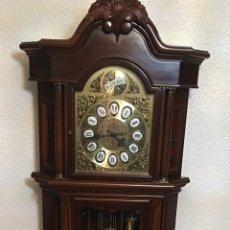 Relojes de pie: RELOJ DE PIE DE MADERA TEMPUS FUGIT. FUNCIONA PERFECTAMENTE. Lote 55359925