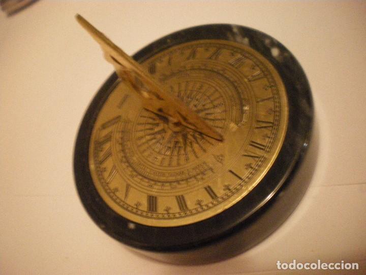 RELOJ DE SOL CON SOPORTE DE PIEDRA MARMOL VERDE (Relojes - Pie Carga Manual)
