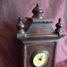 Relojes de pie: ANTIGUO RELOJ CON MUEBLE SOBREMESA DE MADERA.. Lote 68556489