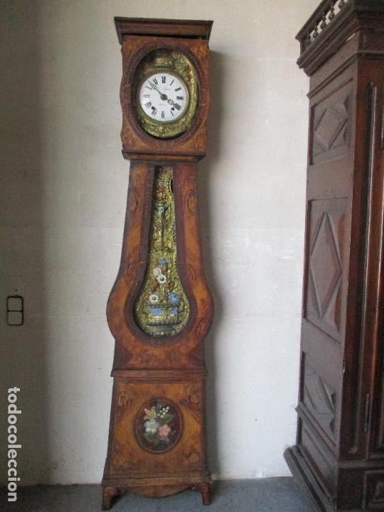 ANTIGUO RELOJ DE PIE - MAQUINA MOREZ - CAJA DE MADERA, PINTADA A MANO - SONERÍA DE CAMPANA - S. XIX (Relojes - Pie Carga Manual)
