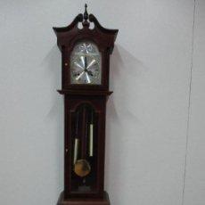 Relojes de pie: PEQUEÑO RELOJ DE PIE - CARRILLÓN - TEMPUS FUGIT - CUERDA PARA 31 DÍAS - FUNCIONA - 146 CM ALTURA. Lote 83130604