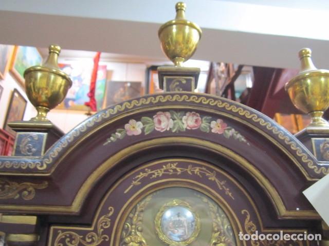 Relojes de pie: Precioso reloj carrillon, con sonería. Cuerpo decorado a mano. Funcionando. 42 x 27 x 195 cms. altur - Foto 3 - 91334280