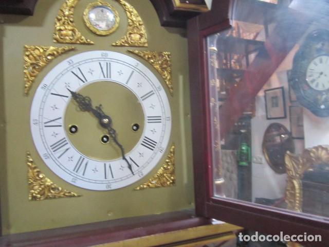 Relojes de pie: Precioso reloj carrillon, con sonería. Cuerpo decorado a mano. Funcionando. 42 x 27 x 195 cms. altur - Foto 5 - 91334280