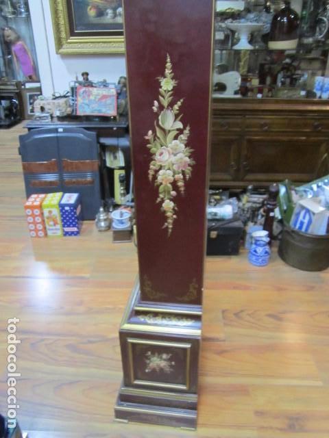 Relojes de pie: Precioso reloj carrillon, con sonería. Cuerpo decorado a mano. Funcionando. 42 x 27 x 195 cms. altur - Foto 9 - 91334280