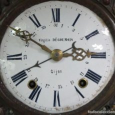 Relojes de pie: ANTIGUO RELOJ CALENDARIO DIA DEL MES MOREZ DE PESAS CON SU CAJA GUITARRA FUNCIONANDO. Lote 107007283
