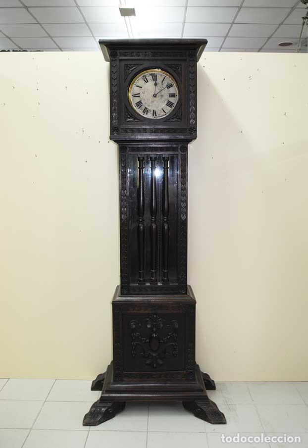RELOJ ANTIGUO DE PIE CAJA DE MADERA TALLADA (Relojes - Pie Carga Manual)