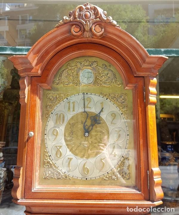 Relojes de pie: RELOJ DE PIE. MUEBLE EN MADERA DE RAÍZ. ESTILO INGLES. CIRCA 1950. - Foto 2 - 160352801