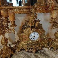 Relojes de pie: ANTIGUO RELOJ Y CANDELABROS BRONCE Y MÁRMOL ITALIANO. Lote 132245246