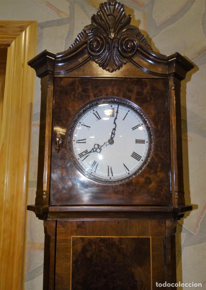 Relojes de pie: RELOJ DE PIE MADERA RAIZ NOGAL. MAQUINARIA DE CARRILLON. - Foto 2 - 137115822