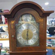 Relojes de pie: RELOJ DE PIE TEMPUS FUGIT CON MOTIVO FLORAL PINTADO SOBRE MADERA. FUNCIONA PERFECTAMENTE. Lote 143181098