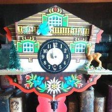 Relojes de pie: SIMPÁTICO RELOJ TIROLES DE MAQUINARIA CON PÉNDULO . Lote 144079562
