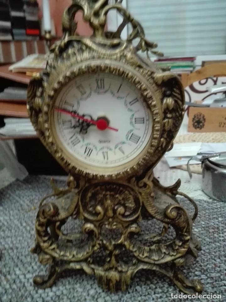 CONJUNTO LOTE RELOJ DE SOBREMESA CON DOS CANDELABROS TODO BRONCE (Relojes - Pie Carga Manual)