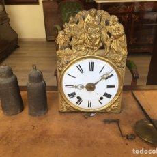 Relojes de pie: RELOJ MOREZ DE CUATRO CAMAPANAS CON ESTAMPA DE LA HUÍDA DE BELÉN. Lote 156523354