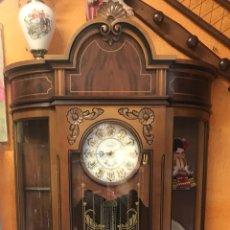 """Relojes de pie: RELOJ DE PIE CON VITRINA CARRILLON LEXUS """"GANGA"""". Lote 159424028"""