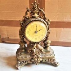 Relojes de pie: PESADO RELOJ YESO - 35.CM ALTO X 25.CM ANCHO. Lote 169980196