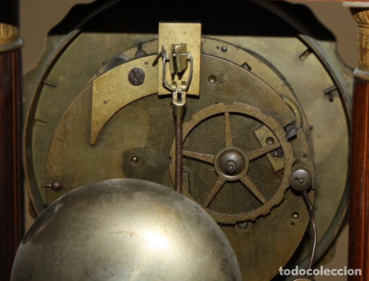 Relojes de pie: RELOJ DE PORTICO - MARQUETERIA BOJ - CAOBA Y BRONCE AL MERCURIO - SG XIX. - Foto 13 - 172090934