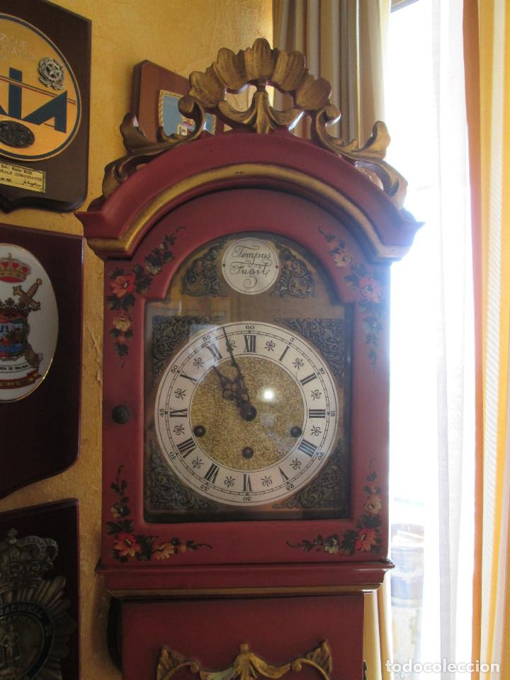 Relojes de pie: RELOJ DE PIE CARGA MANUAL - TEMPUS FUGITE - CAJA MADERA - TIENE LA LLAVE - 183X21X15 - Foto 3 - 172242872